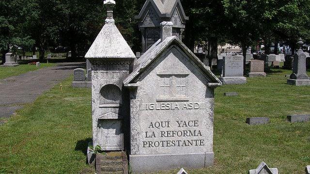 Iglesia ASD, la lápida de la Reforma