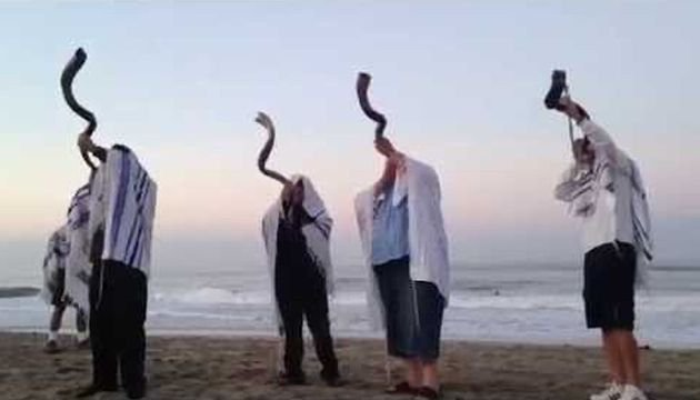 Shofars during twilight watchmen